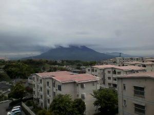 暗雲の日々です