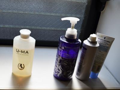 シンプルなデザインのボトルですので、お風呂場においても育毛シャンプーだとわかりません